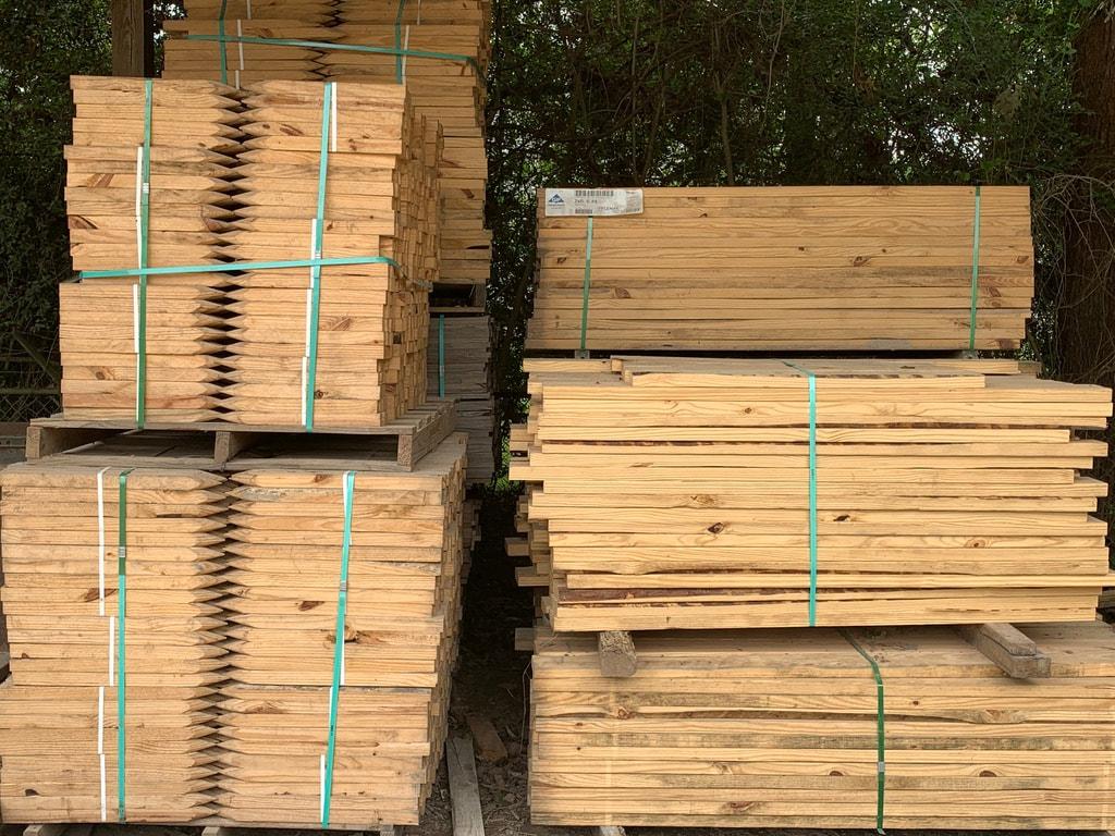 CUSTOM WOOD PALLETS & SKIDS FOR SALE